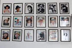 オメロオルテガを被った著名人たちの写真が並ぶ
